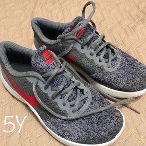 Nike's 5Y Boys